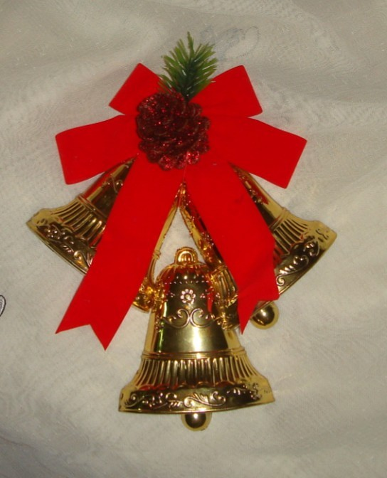 $4.9  DCBL christmas triple bell large bell with pine cone on the top