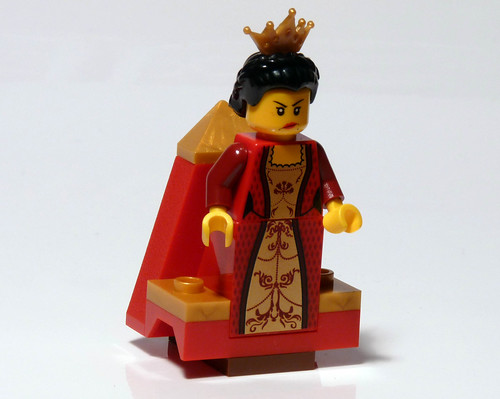 7952 - 2010 Kingdoms Advent Calendar - Day 8 - Throne - Queen on throne