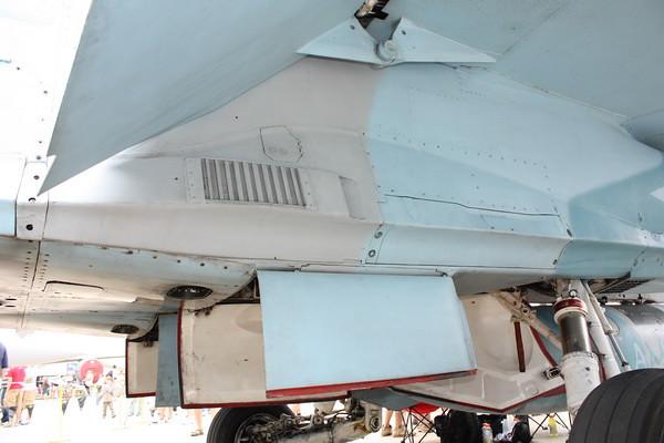 EAA10_FA-18C_100