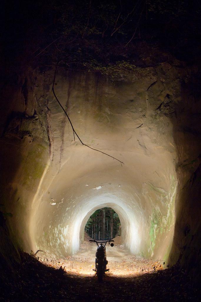 Узкая пещерка у девушки 6 фотография