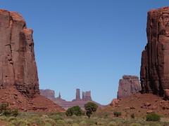 Arizona, Monument Valley, Landscape (in Explore 9/29/10 #358) (Mary Warren (5.2+ Million Views)) Tags: arizona nature landscape redrocks monumentvalley hoodoos naturesfinest newacademy natureselegantshots panoramafotogrfico