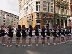 [02|01|06]  Eine(r) tanzt immer aus der Reihe (c-or^^) Tags: girl women marathon menschen mdchen cheerleeder peoplefromtheback panasonicg1 esepew 8s8p8w {8|8|8 frhjahr2010kln