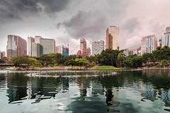 See am KLCC-Park Kuala Lumpur (Jutta M. Jenning) Tags: malaysia kualalumpur petronas twintowers petronastwintowers hochhaus hochhaeuser architektur turm tuerme stadt staedte haus haeuser wolkenkratzer strasse strassen wolken sehenswuerdigkeiten klcc park asien asia see skyline wasser