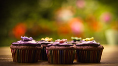 HaPpY  WeEkenD (_andrea-) Tags: muffins cupcakes bokeh sonyalpha7mii 50mm 14 love zeissplanar homemade