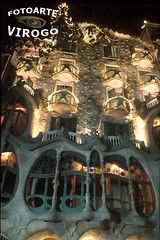 D3802 Casa Batllo Barcelona (ViRoGo) Tags: barcelona españa building spain arquitectura gaudí espagne gebäude cataluña spanien nocturno lumen langzeitbelichtung katalonien largaexposición