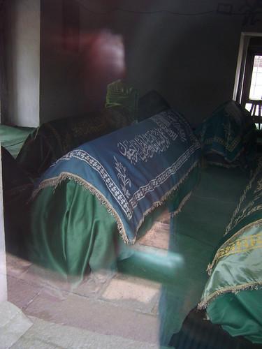 P1040907   Ahi Şerafeddin'in Türbesi (tombeau)