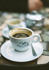 Coffee meeting [35mm] (Felipe Neves) Tags: film coffee bonfim 50mm 18 expired minoltax370 reel 135mm kodaksupra800 cafcantante portoalegrers zenitdf300