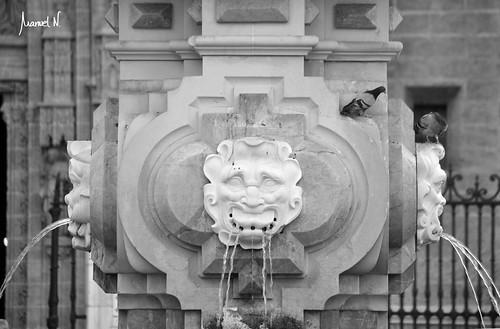 Fuente Plaza virgen de los Reyes