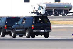 More Secret Service (planephotoman) Tags: cat media secretservice watchtower potus boeingfield motorcade theride sweepers seattlewa bfi tcat thepackage presidentialmotorcade chevroletsuburban rearguard supportvehicles ussecretservice armoreddivision presidentialprotection armoredlimo presidentialmovement tacticalcounterassaultteam counterassaultteam