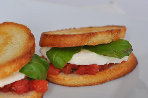 Tomato, Basil and Mozzarella Sandwich – The Way to His Heart