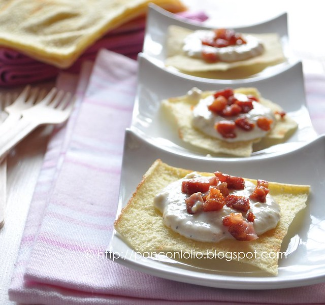 Crostini con crema di ricotta e fichi con pancetta croccante