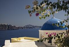 Blanco y azul.... (Leonorgb) Tags: blanco azul canon mar leo santorini greece grecia iglesias oia molinos mediterrneo thira cpulas islascyclades