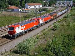 LE 4721 | LE 4718 | 51335 | Mogofores (Fbio-Pires) Tags: portugal electric train us cement siemens locomotive cp madeira freight 2600 wagons comboio eixo ferrovia cimento locomotiva 4700 elctrica vages 2620 4721 4718 alsthom cpus 51335 mercadorias balastro ealos rlps mogofores linhadonorte cprlps estilha cpealos cpcarga terminalintermodal cp4700 cp2600 tracoelctrica cp2620 cp4721 cp4718