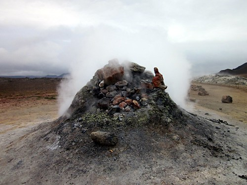 The sulfurous whistling of a geothermal kettle