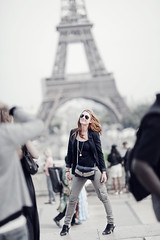 Rock Star (Luis Montemayor) Tags: people woman paris france girl happy mujer europe foto chica photoshoot gente eiffeltower torreeiffel feliz