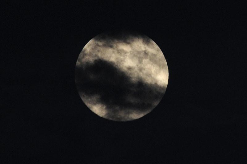092210_Moon_01b