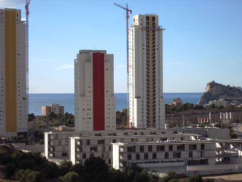 vistas al mar y a la montañaLes atenderemos en su agencia inmobiliaria de confianza Asegil en Benidorm  www.inmobiliariabenidorm.com