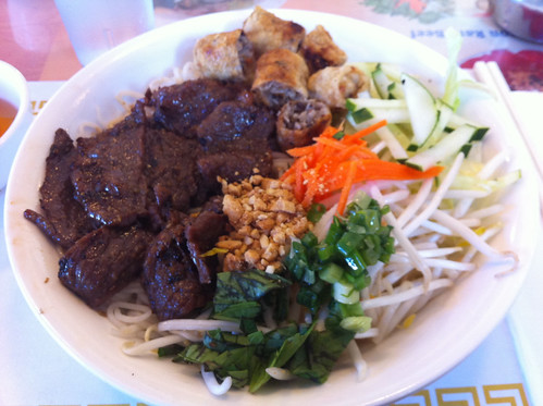 Grilled beef and rice noodles