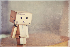 { Lonely Danbo } (B@rbar@ (Barbara Palmisano)) Tags: life light cute texture still amazon sad naturallight triste solo lonely 60mm nikkor luce ohhh danbo cartone boccacino danboard