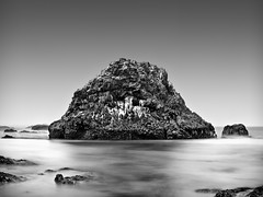 Split Rock (Frank Knapp) Tags: longexposure blackandwhite bw seascape oregon coast monochromatic pacificocean ef2470mmf28lusm sealrock neutraldensityfilter nd110 bwnd110 canon7d frankknapp
