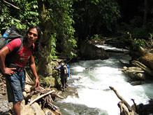 生態旅遊強調利益回饋當地,如叢林探險嚮導皆來自雨林周圍村落。出處:Expedition Jungle