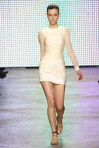 GIAMBATTISTA-VALLI-SPRING-RTW-2011-PODIUM-014_show_fullscreen_view