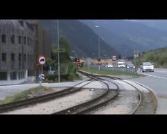 De Smalspoor Zillertalbahn Lok met een trein met normaal spoorwagens (giedje2200loc) Tags: train cargo bahn freight wagons zillertal lok freighttrain gmeinder zillertalbahn goederentrein binderholz treinenspotten normaalspoor treinspotten fugenhart rolbokken rolbokwagens