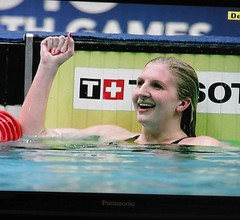 Victory salute (janet7r) Tags: swimming freestyle final commonwealthgames mansfield womens400m rebeccaadlington