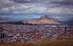 Tendida en el horizonte (Lui G. Marn - www.luimalaga.com) Tags: landscape pueblo paisaje andalucia malaga antequera peadelosenamorados caradelindio