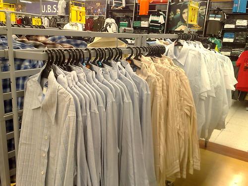 Masalah betul nak mencari baju kemeja.