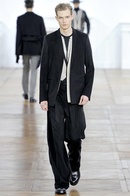 Adrian Bosch3125_FW11_Paris_Dior Homme(VOGUEcom)