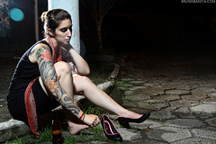 Mel Nader (baketa) Tags: portrait woman beer girl beauty riodejaneiro tattoo canon model shoes rj retrato cerveza sigma modelo bier cerveja sleeve tatuagem grrl baketa t2i brunomendes melnader brunobaketa