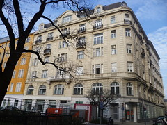 Wien, 1. Bezirk (l'arte delle facciate di Vienna) - Rudolfsplatz/Gölsdorfgasse (Josef Lex (El buen soldado Švejk)) Tags: rudolfsplatz anglesanglesangles arethisbuildings gölsdorfgasse