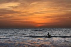 M'en vais voir le soleil... (Ma Poupoule) Tags: sénégal atlantique oceanatlantique popenguine africa afrique boat bateau pêcheur sunset mer vagues