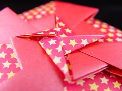 Catavento Pink com estrelinhas (Heloisa Madela) Tags: japan paper star box estrela artesanato caja caixa boxes papel papier japones folding handcraft artesania caixinha dobradura catavento estrelhinha wwwhelogamicom baseorigami
