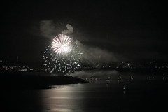 (Aaron_S.) Tags: night switzerland fireworks swissnationalday lakeneuchatel cantonofneuchatel switzerlandnightneuchatel
