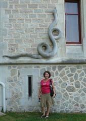 Hendaye (Pyrénées-Atlantiques): autoportrait au serpent ... et aux baleines! (Marie-Hélène Cingal) Tags: selfportrait france southwest castle autoportrait snake 64 serpent château euskadi abbadia hendaye paysbasque sudouest aquitaine pyrénéesatlantiques autoritrato antoinedabbadie
