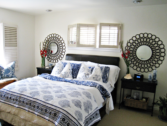 tropical beach style bedroom decorating ideas+blue and white floral bedding