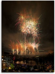 Boomsday Fireworks (Frank Kehren) Tags: canon river knoxville fireworks tennessee f10 24105 boomsday henleystreetbridge ef24105mmf4lisusm canoneos5dmarkii