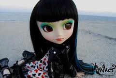Mimiko en Roda de Bar (karenbcn) Tags: blue black azul negro wig groove cancan pullip pullips jun prunella obitsu junplanning rewigged plannin ixtee pullipprunella