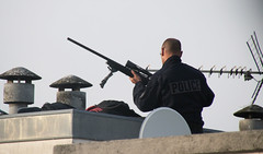 Tireurs d'lite au Palais de Justice de Paris (pascalmarch) Tags: france court french army gun crime lite snipers arme gunmen valance banque fourgon voleur criminel tireur
