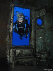 porte ouverte (Philippe Guillaume) Tags: ocean sea mer nature mar aqua scuba diving natura canarias tenerife canary aqualung wreck canaries meridian plongée meridien buceo barcohundido lung seasea pecio épave dx1g