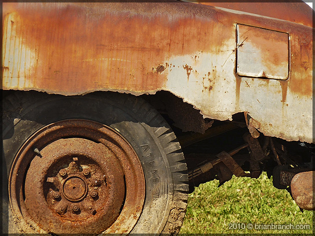 P1100967_rusted_car