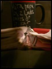 FLoTaCiN VeLaDa (CatuRRiNa d-.-b) Tags: chile desktop santiago house macro composition writing photography lights luces catalina photo casa chalk words nikon foto shadows close veil board floating tunnel bowl septiembre coolpix piece vega sombras escritorio ringed palabras 2010 binder fotografa flotar tnel pieza escritura vergara cuaderno composicin tiza tazn pizarrn veladura anillado caturrina