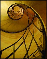 golden swirl (leuntje) Tags: paris france stairs explore frankrijk arcdetriomphe parijs