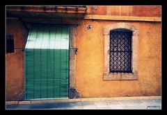 Barceloneta 32 (Pemisera) Tags: barcelona street door window ventana calle puerta catalonia finestra barceloneta porta porte catalunya rua rue fentre carrer catalua catalogna catalogne katalonia pemisera