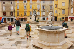 Walking in rain (Thomas Roland) Tags: sea by square town market slovenia piazza piran slovenija adriatic hav marked plads slovenien torv adriaterhavet
