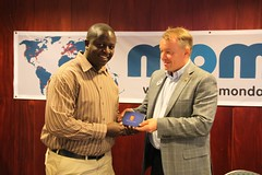 Jari Taamisto handing over the founders pin to John Wesonga-Mobile Monday-Kenya lead