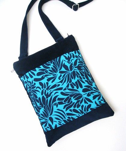 MESSENGER TRAVEL SHOULDER BAG PURSE Amy Butler Daisy Bouquet in Indigo Blue