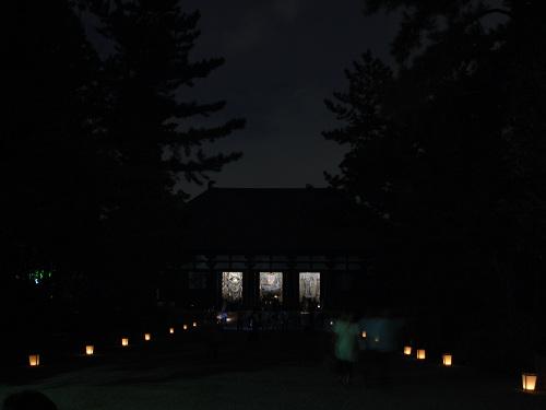 月夜に三尊が浮かび上がる『観月讃仏会』@唐招提寺